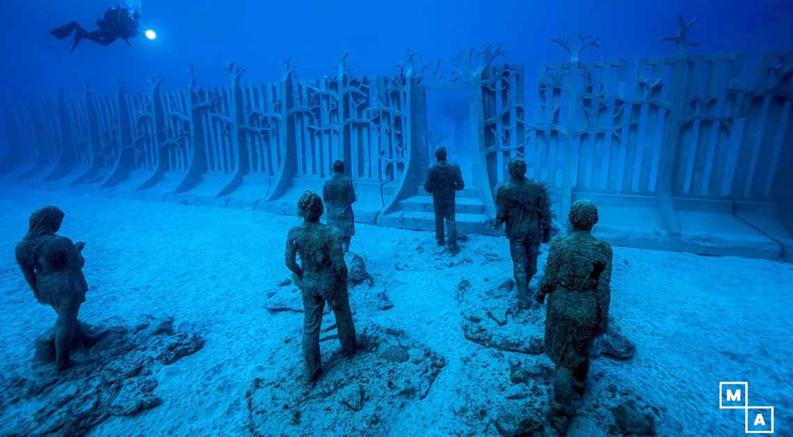 Guided dives to Atlantic Museum. Enjoy this intense project between art and nature thanks to the monumental work of Jason deCaires Taylor.